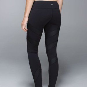 Rare- Black  Wunder Under with mesh- leggings